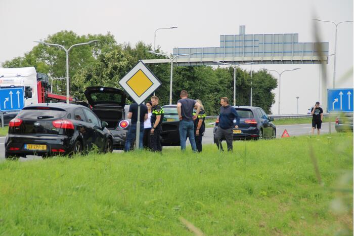 Vier auto's betrokken bij kop-staart botsing