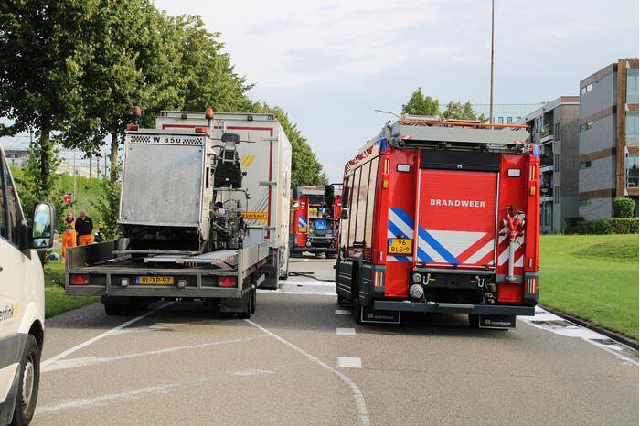 Brand onder vrachtwagen snel geblust
