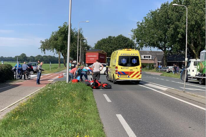 Motorrijder gewond bij verkeersongeval met bestelbus