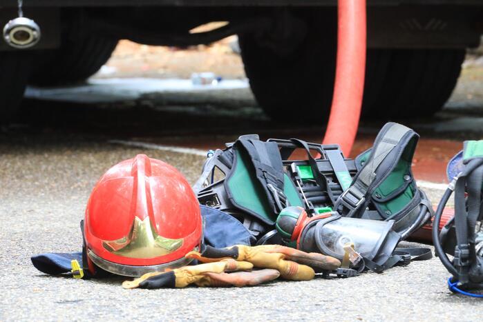 Brandweer blust elektriciteitsbrand in woning