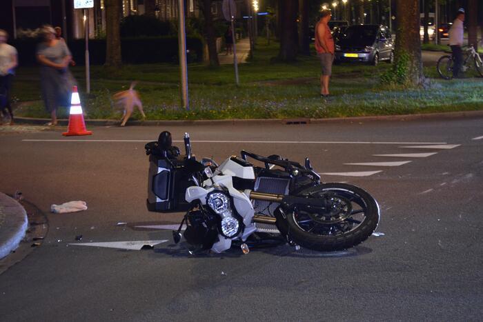Fietser en motorrijder gewond door ongeval