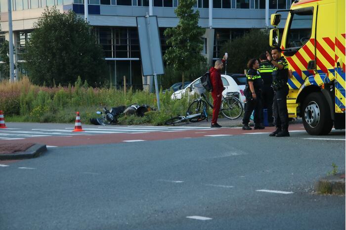 Berijder scooter gewond bij aanrijding met auto