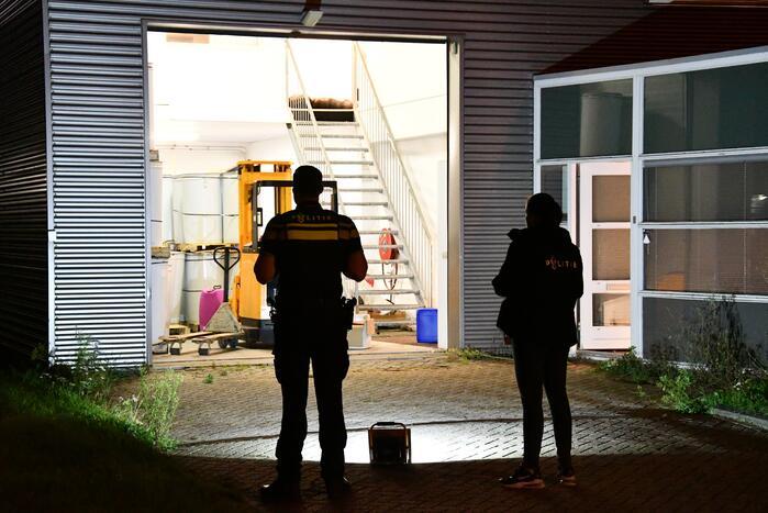 Politie doet onderzoek in bedrijfspand na vondst drugspand
