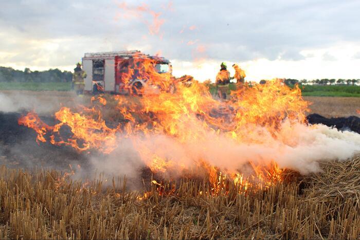 Hooi balenpers vliegt in brand