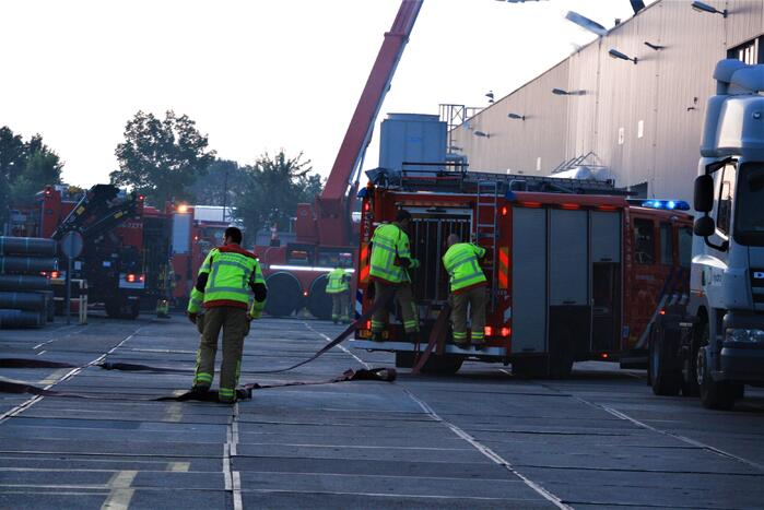 Grote uitslaande brand bij Extrusie fabriek