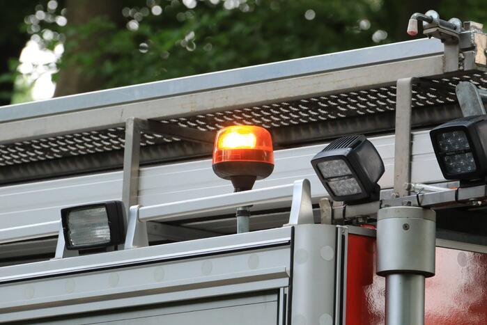 Heftruck in brand bij koeriersdienst