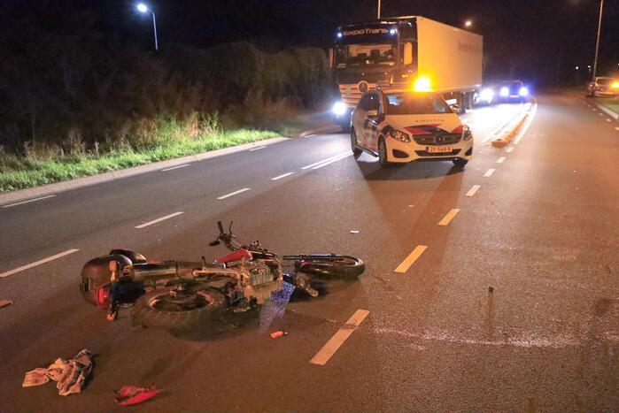 Motorrijder gewond bij botsing met personenauto
