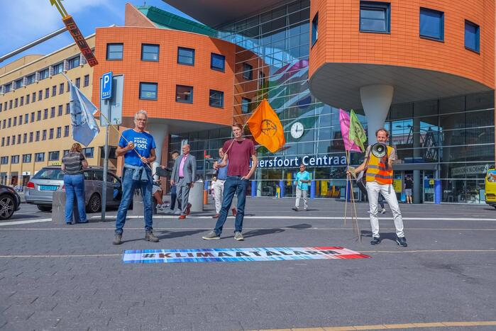 Demonstranten Extinction Rebellion voeren actie tegen klimaat