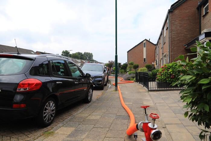 Brandweer spoelt riool door na vreemde lucht