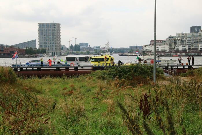 Persoon ernstig gewond op binnenvaartschip