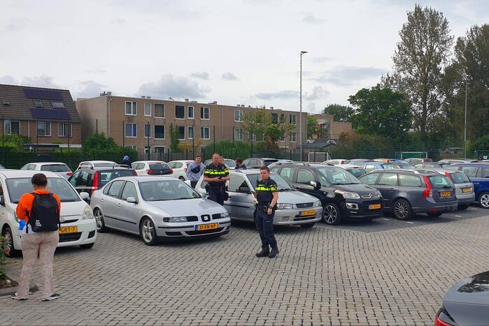 Auto's blokkeren uitrit parkeerplaats