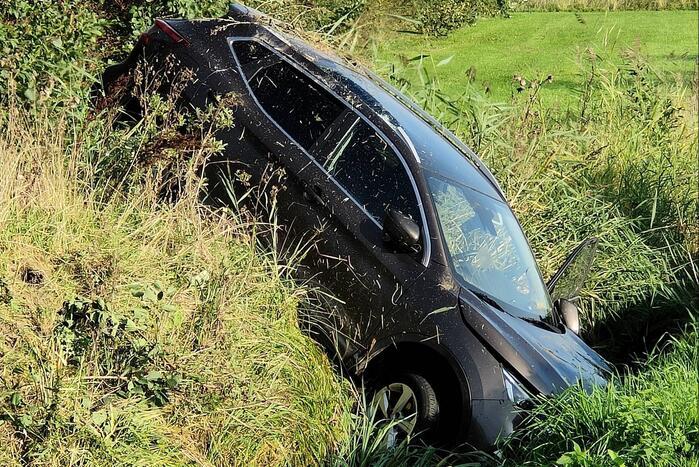 Auto crasht in sloot
