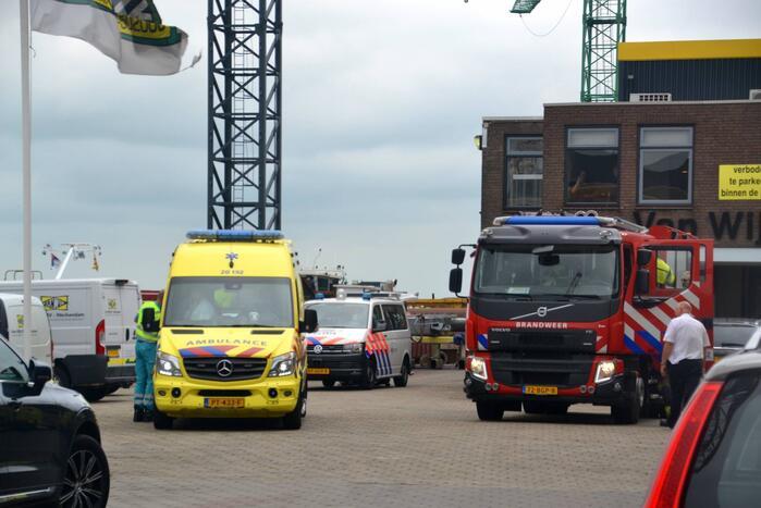 Man valt in ruim van schip in Beatrixhaven