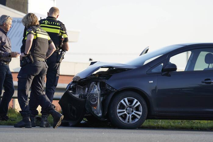 Flinke schade aan personenauto's door kop staart botsing
