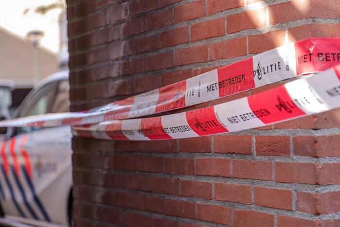 Politie onderzoekt mogelijk misdrijf na vondst dode man