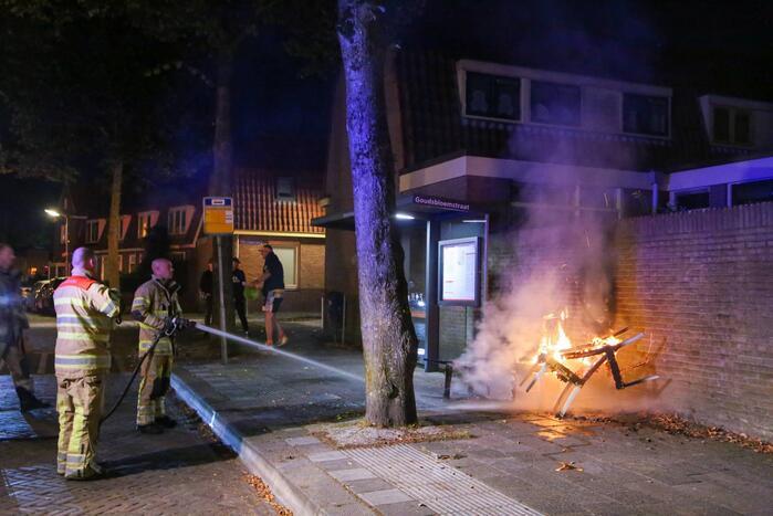 Brandweer blust brandende stoelen in Soesterkwartier