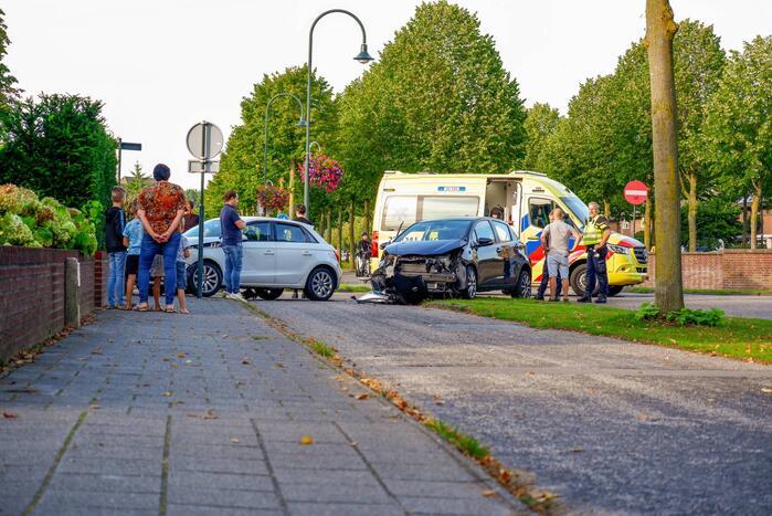 Veel schade bij ongeval tussen twee auto's