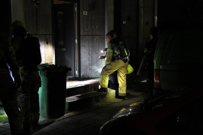 Brandstichting voor deur van woning