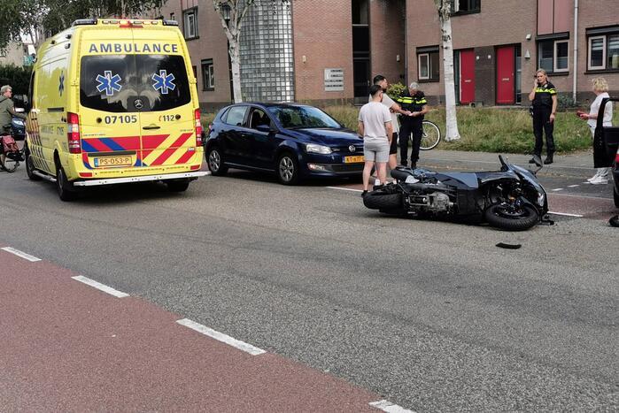 Auto komt in botsing met motor