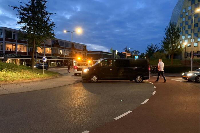 Fietser gewond door ongeval op rotonde