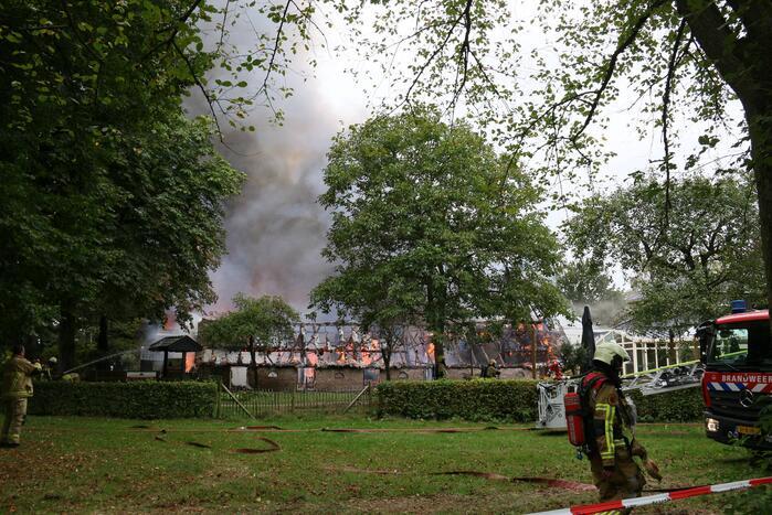Uitslaande brand bij De Bowlingboerderij