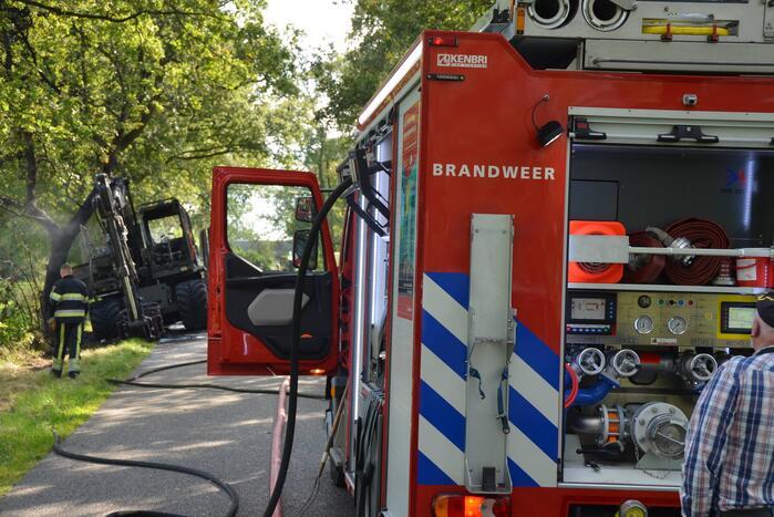 Graafmachine vliegt in brand
