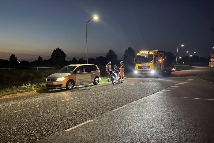 Schade bij ongeval tussen personenauto en motor