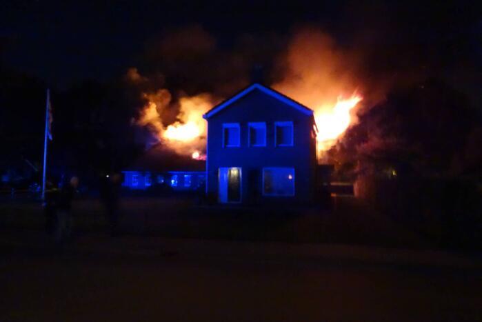 Forse uitslaande brand verwoest schuur