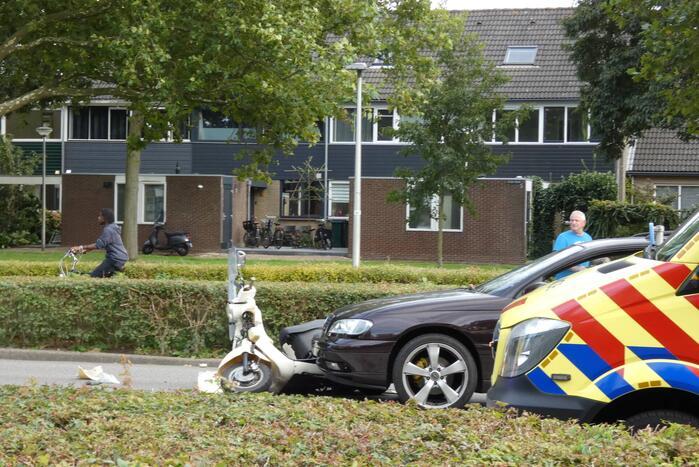 Kind gewond bij ongeval met auto en scooter