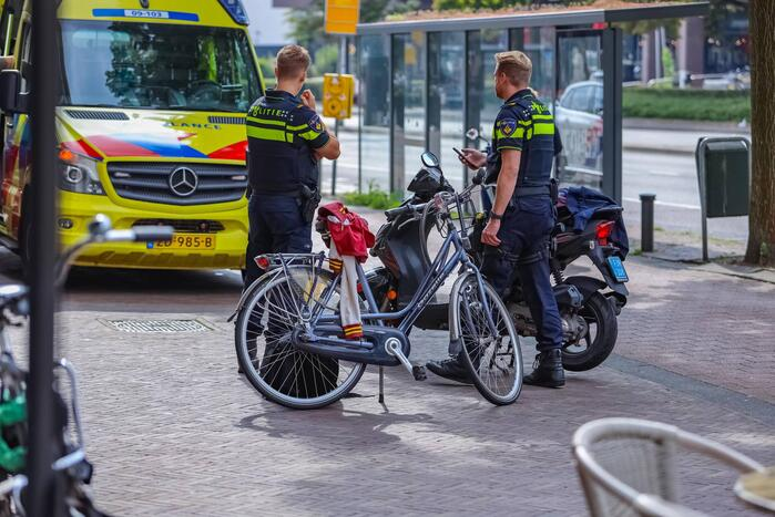 Scooterrijder en fietser botsen op fietspad