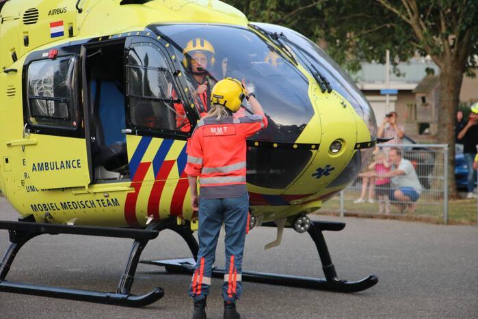 Persoon gewond na val van hoogte