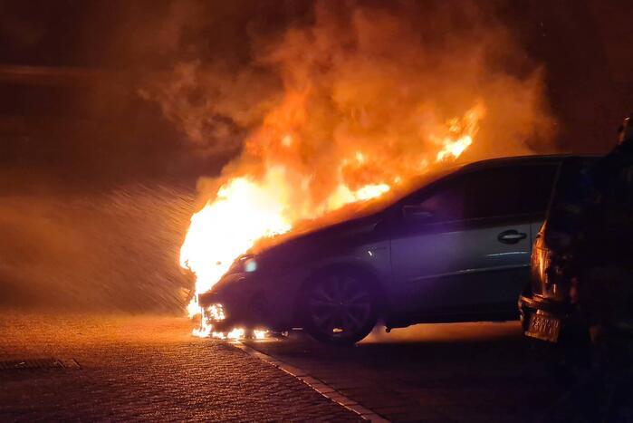 Twee auto's verwoest door brand