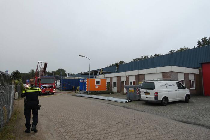Brand op dak van bedrijfspand