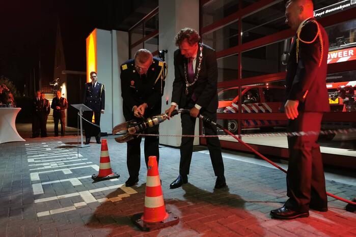 Burgemeester opent nieuwe brandweerpost