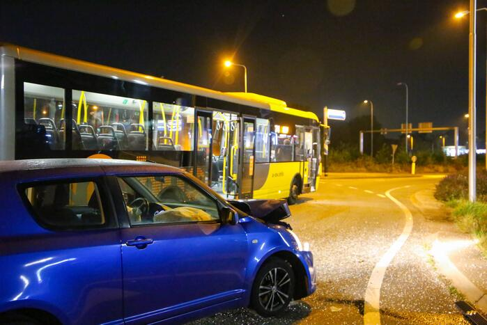 Veel schade bij ongeval tussen auto en lijnbus