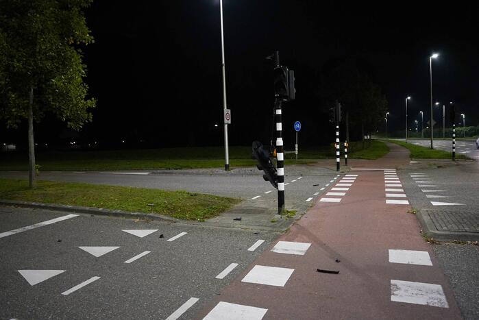 Kruispunt platgelegd door explosie verkeerslicht