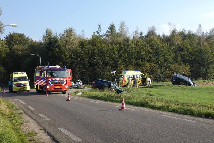 Twee auto's in de sloot door ongeval
