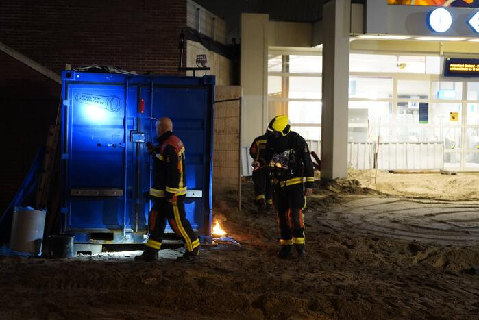 Brand naast bouwcontainer