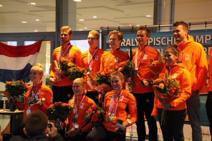 Paralympisch zwemteam gehuldigd